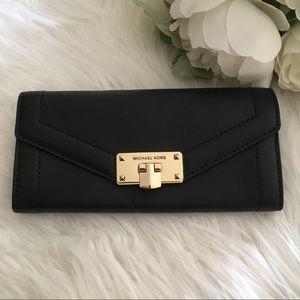 New Michael Kors Large black kinsley wallet